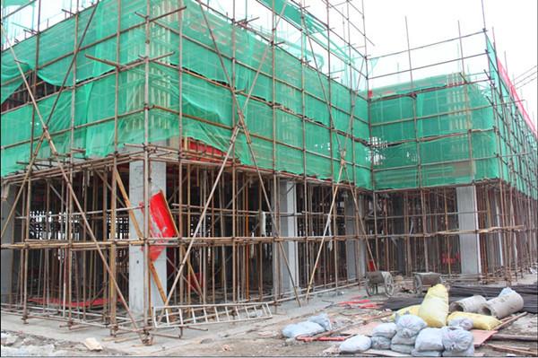 宿舍楼一层排架搭建;精勤幼儿园进行教室瓷砖装贴;东